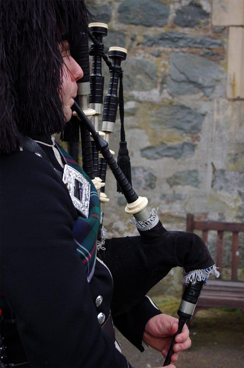 Wedding bagpiper in Edinburgh